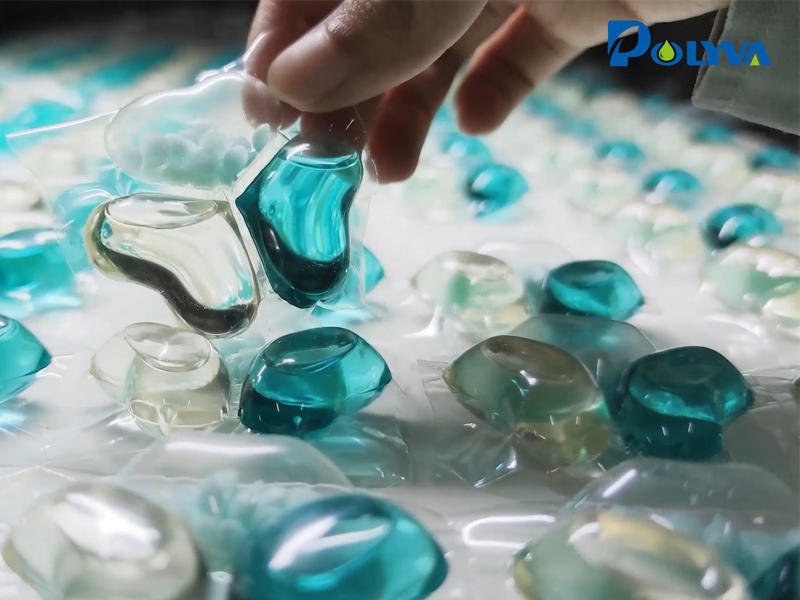 China Automatic laundry detergent pods capsules filling packing machine